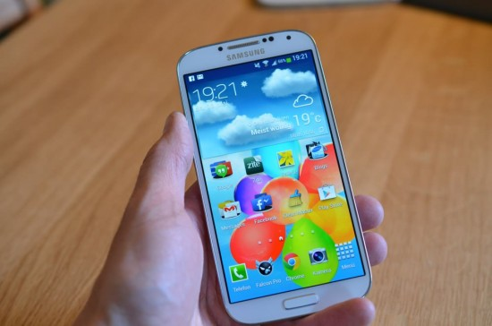Samsung Galaxy S4 in hand JC