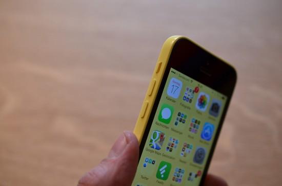 iPhone 5c Hand Seite