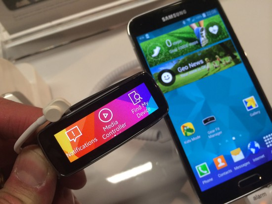 Samsung-Gear-Fitbit-with-Galaxy-S5