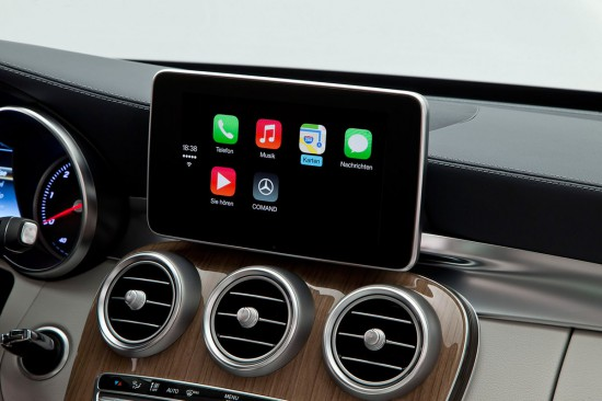 CarPlay-Mercedes-Command