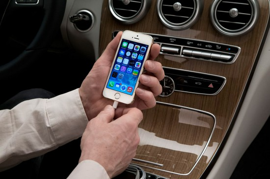 CarPlay-iPhone-Connect-Mercedes