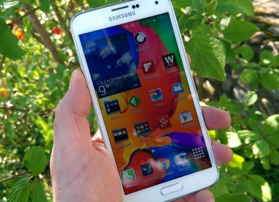 Samsung-Galaxy-S4-White-in-Hand