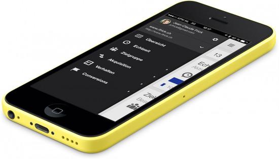 Google-Analytics-App-on-iPhone-5C