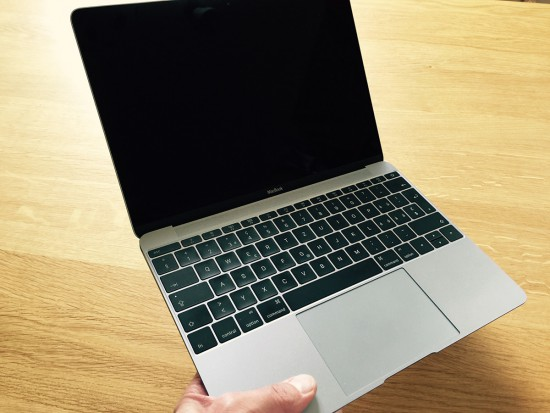 MacBook-Early-2015-in-Hand